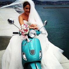 Vespa scooter bride photo idea | #wedding #motolove