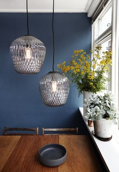 Incredbly Bedroom / Home / Glass Lighting / When pictures inspired me # 136 - FrenchyF . - Best Decoration ideas for the home Yellow Kitchen Walls, Kitchen Wall Colors, Yellow Walls, Navy Kitchen, Yellow Accents, Country Kitchen, Inspiration Wand, Home Pictures, Interior Design Living Room