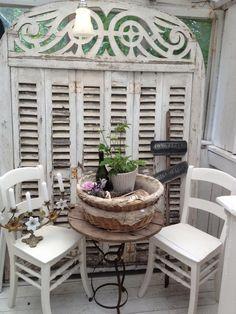Gorgeous shutters! from Honning og flora: En lille steming fra butikken....
