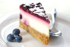 Cheesecake s bielou čokoládou a čučoriedkami