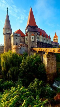 Romania Travel Inspiration - Summer Morning View of Corvin Castle, Hunedoara, Transylvania, Romania Castle Ruins, Medieval Castle, Beautiful Castles, Beautiful Places, Places Around The World, Around The Worlds, Chateau Moyen Age, Places To Travel, Places To Go