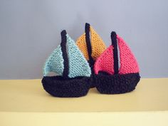 These knitted boats measure just 10 cm tall, they stand up on their own and can even hold a small crew. They are knitted with double knitting weight yarn and the mast is stiffened with a thick pipe cleaner. Knitting Patterns Free, Free Knitting, Baby Knitting, Free Pattern, Knitting Toys, Crochet Boat, Knit Crochet, Knitting Projects, Beanies
