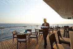 "GREAT PLACE FOR A SNACK    Die ""Sansibar"" am Heck der EUROPA2.   The ""Sansibar"" at the stern of EUROPA2.     MEMORABLE MOMENTS Eine Kreuzfahrt mit der EUROPA 2 / MEMORABLE MOMENTS A cruise with EUROPA 2. Foto: © Hapag-Lloyd Cruises"