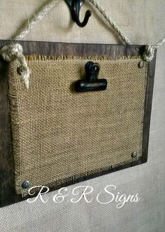 Wood & Burlap Clipboard Photo Holder by RandRSigns on Etsy - Nancy Penning - Photo Burlap Projects, Burlap Crafts, Wood Crafts, Diy Projects, Diy Crafts, Burlap Signs, Printing On Burlap, Rustic Frames, Diy Holz