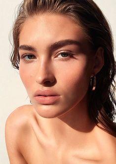 Grace Elizabeth, pele perfeita e iluminada