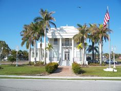 The City Hall in Everglades City, Florida, is one of the areas most historic buildings. Everglades City Florida, Historical Architecture, Travel Images, Small Towns, Day Trips, Travel Destinations, National Parks, Places To Visit, Mansions
