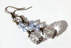 """Boucles d'oreilles en bronze avec perles en verre à facettes transparentes et en cristal bleu : """"Facettes lumineuses"""""""