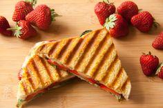 Sandwich mit Erdbeeren und Basilikum - vanillakitchen