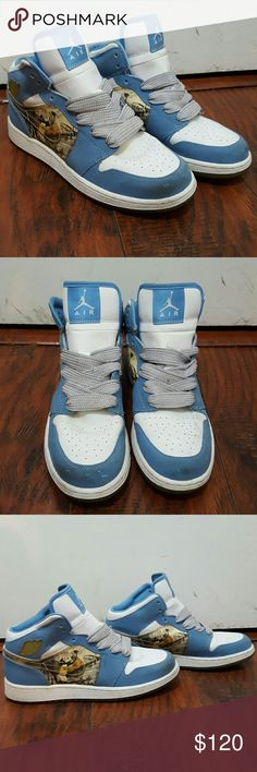 Amazing Retro Jordans 1s size 7y I am selling these amazing retro Jordans 1s. They are size 7y. I am 8.5 womens and they fit perfectly. I did change the laces to fat laces but you can always change the laces to whatever you like. They are baby blue with the kordan graphic on the swoosh.I bought these 14 years ago. Only worn a handful of times and still clean. May have a few little scratches here and there. Please let me know if you have any questions. Feel free to make an offer. I give 15%…