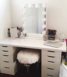 YAS!  How gorgeous is this? We never want to let this beauty out of our sights.  Thank you @aschlac for this #vanityinspo featuring #ImpressionsVanityGlowXL in Glossy White with Frosted Bulbs
