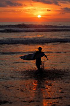 Mal Pais, Nicoya Peninsula En Costa Rica tu puede surfear, es muy divertido. Tu puede comer gallo pinto, que rico! Nadar en el mar es fantastico!