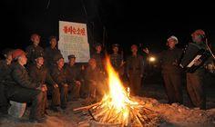 낮과 밤을 이어 북부피해복구전투를 힘있게 벌리고있는 인민군군인들-《조선의 오늘》
