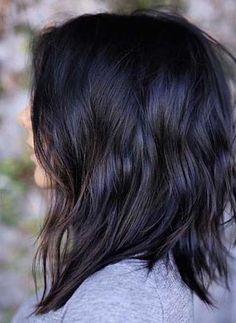 Easiest Hairstyle Ideas For Medium Length Hair Lovely haircut idea for black medium length hair Short Medium Layered Haircuts, Haircuts For Medium Length Hair, Thin Hair Haircuts, Haircut For Thick Hair, Mid Length Hair, Medium Hair Cuts, Shoulder Length Hair, Medium Hair Styles, Wavy Hair