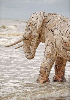 Driftwood and Scrap Wood Sculptures Andries Botha has created more than 20 elephants from recycled materials for his global Human Elephant Foundation, Nomkhubulwane. Driftwood Sculpture, Driftwood Art, Sculpture Art, Garden Sculptures, Statues, Elephant Art, Elephant Sculpture, Recycled Art, Recycled Materials