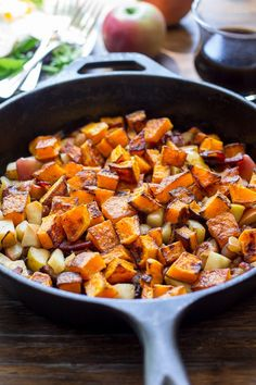 Savory, sweet, and healthy roasted butternut squash hash with apples and bacon that's Paleo and Whole30 friendly and works as a side dish or meal. Paleo Sweet Potato, Sweet Potato Hash, Side Dish Recipes, Side Dishes, Veggie Dishes, Butternut Squash Cubes, Squash Soup, Sauces, Paleo Breakfast
