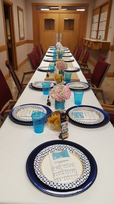 Table setup for pioneer lunch. Pioneer Foods, Jw Pioneer, Pioneer School Gifts, Pioneer Gifts, Canticos Jw, Dinner Themes, Dinner Ideas, School Cupcakes, Jw Convention