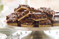 Chocolate-Pecan Pie Bars – Check out this dessert recipe for over-the-top scrumptious flavor! Serve and wow a whole crowd with these unbelievably tasty sweet treats. (Dessert Recipes For A Crowd) Cookie Desserts, Just Desserts, Cookie Recipes, Delicious Desserts, Dessert Recipes, Pecan Recipes, Bar Recipes, Healthy Recipes, Dessert