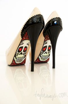 HOT. I bet I could add this to a pair of pumps with a little construction paper and some mod podge! heheh