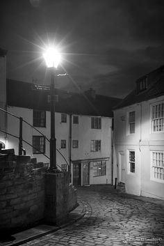 Whitby's 199 Steps Church Lane And Henrietta St Black And White - The North Yorkshire Gallery Yorkshire Dales, North Yorkshire, Robin Hoods Bay, Northern England, Derbyshire, Days Out, Sheffield, Black And White Photography, Photo Art