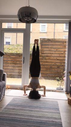morning flow - upside down Yoga Flow Sequence, Yoga Sequences, Begginers Yoga, Yoga Moves, Yoga Exercises, Body Women, Morning Yoga Flow, Beginner Yoga Workout, Yoga Photography