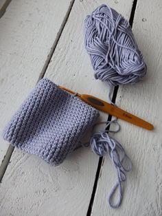 Pieniä hetkiä: Virkattu kukkaro + OHJE Bucket Bag, Crochet, Diy, Bags, Anna, Farmhouse Rugs, Handbags, Bricolage, Ganchillo