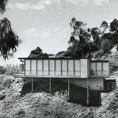 Nestled in the Hollywod Hills, the Hart House is one of many homes Greta Magnusson Grossman designed in L.A. (Photo by John Hartley, 1958)
