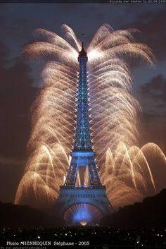 Fireworks at the Eiffel Tower, Paris, Bastille, July 14 in Paris! Torre Eiffel Paris, Paris Eiffel Tower, Eiffel Towers, Hotel Paris, Paris Hotels, Beautiful Paris, I Love Paris, Bastille Day, Viajes