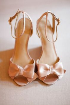 Delicate bow shoes: http://www.stylemepretty.com/2013/04/29/newport-beach-wedding-from-ashlee-raubach/ | Photography: Ashley Raubach - http://www.ashleeraubach.com/