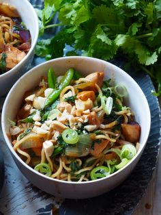 One pot wonder - lettvint gryterett - Mat På Bordet One Pot Wonders, Good Food, Yummy Food, Wok, Japchae, Spicy, Food And Drink, Healthy Recipes, Homemade