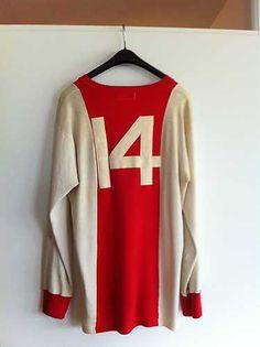 Het shirt van Johan oorspronkelijk bestemd voor Emerich Dembrovski Good Soccer Players, Football Players, Football Soccer, Football Shirts, Amsterdam Wallpaper, Afc Ajax, Football Wallpaper, Team Shirts, Fc Barcelona