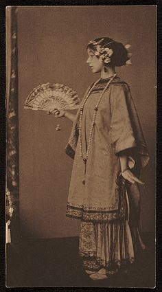 Citation: Gladys Wiles, ca. Richard Field Maynard papers, Archives of American Art, Smithsonian Institutio. Vintage Pictures, Old Pictures, Old Photos, Turandot Opera, Asian History, Vintage Photographs, Photo Illustration, Vintage Beauty, Historical Photos