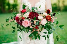 Ombre marsala bridal bouquet with dahlias, garden roses, and ranunculus // Nashville Wedding Florist Fall Wedding Flowers, Autumn Wedding, Floral Wedding, Greenhouse Wedding, Garden Wedding, Gladiolus Wedding, Ranunculus, Dahlias, Liberty Party