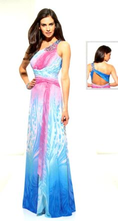 Estampados y espalda al descubierto, porque no llevar las tendencias de este año en el mismo vestido?