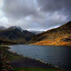 Llyn Ogwen #ogwenvalley #llynogwen #lake #Llyn #snowdonianationalpark #snowdonia #conwy #cwmidwal #mountains #A5 #glyders #glyderau #carneddau #snow #snowymountains #wales #northwales