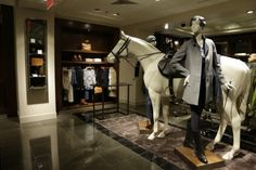 love the huge horse centerpiece, this display is awesome