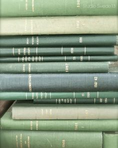 Mint Green Aesthetic, Aesthetic Colors, Aesthetic Vintage, Aesthetic Pictures, Aesthetic Art, Sage Green Wallpaper, Mint Green Wallpaper Iphone, Verde Vintage, Green Library