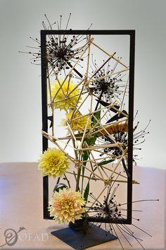 Organization of Floral Art Designers Creative Flower Arrangements, Modern Floral Arrangements, Floral Centerpieces, Flower Show, Flower Art, Christmas Floral Designs, Sogetsu Ikebana, Flora Design, Flower Installation