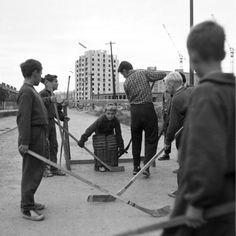 "Hálkova ulica - hokej pred pohostinstvom ""U Patkoša"""