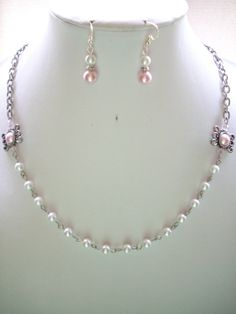 SALE White Pearl Necklace with Pink Pearls by DesignsbyPattiLynn, $40.00