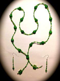 """""""GREEN FAIRY"""" ist ein stilvolles Schmuck-Set mit Halskette und Ohrringen.     Das Set """"GREEN FAIRY"""" besteht aus einer Halskette und Ohrringen. Die ..."""
