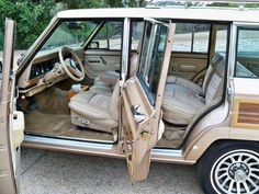1990 Jeep Grand Wagoneer in original Light Fawn metallic. Old Jeep, Jeep 4x4, Suv 4x4, Cars Usa, Us Cars, Interior Wood Stain Colors, Adventure Jeep, Green Jeep, Car Camper
