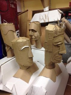 Cardboard heads Philip Cox workshop, could start with oatmeal carton 3d Art Projects, School Art Projects, Art School, Sculpture Lessons, Sculpture Projects, Sculpture Art, Cardboard Sculpture, Cardboard Crafts, Classe D'art