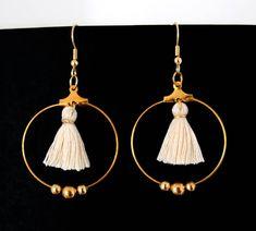 Boucles d'oreille créoles Miyuki et pompon Tassel Earrings, Drop Earrings, Bijoux Diy, Jewelry Trends, Wire Jewelry, Etsy Store, Bangles, Bracelets, Jewelry Design