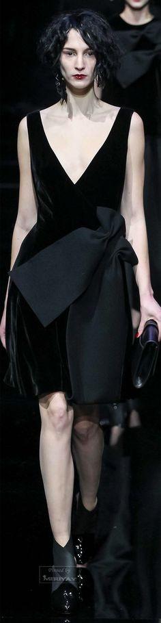 Emporio Armani Autumn/Winter Ready To Wear Milan Fashion Week Fashion Moda, Fashion Week, Runway Fashion, Fashion Show, Fashion Design, Fashion Trends, Milan Fashion, Emporio Armani, Giorgio Armani