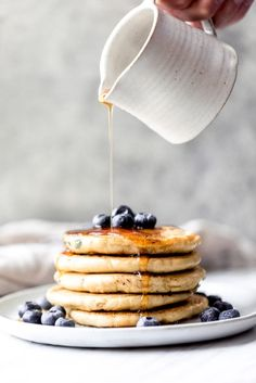 Fluffy almond flour pancakes with only 5 ingredients: almond flour, baking soda, coconut milk, eggs and vanilla extract. A great keto and low carb pancake recipe. Options to add blueberries or chocolate chips! No Flour Pancakes, Low Carb Pancakes, Protein Pancakes, Paleo Pancakes Almond Flour, Paleo Flour, Gluten Free Pancakes, Banana Almond Flour Pancakes, Health Pancakes, Egg White Pancakes