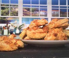 Τυρόπιτα με σφολιάτα Greek Pita, Pita Recipes, Food Categories, Garlic Chicken, Cauliflower, Shrimp, Meat, Vegetables, Drink