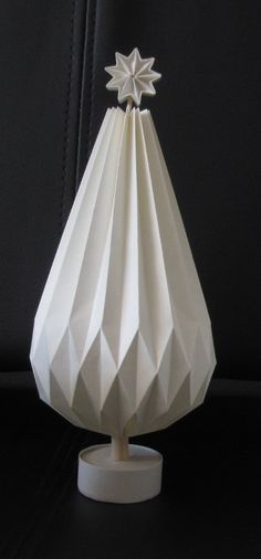 Origami Lights, Origami Lampshade, Book Flowers, Scrapbooks, Diy And Crafts, Christmas Decorations, Crafting, Xmas, Home Decor