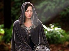 Favourite Female Movie Costumes: Lord of the Rings | Speaking in ...