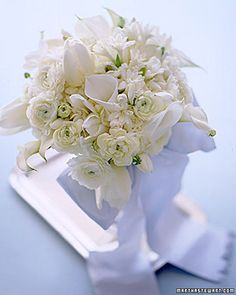 beautiful white bouquet for a winter wedding