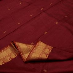 Swirls of melting rubies with slivers of shimmering gold exude a fiery, warm glow in this handwoven #Kanjivaram from Sarangi. The border is edged with two kinds of ornate mango motifs, one with stripes and the other like a hive, alternating beautifully one after the other. The beauty of the pallu lies in four symmetrical rows of the mango motif in gold #zari, giving it a sensual sheen you will find hard to resist! Code 390122257.